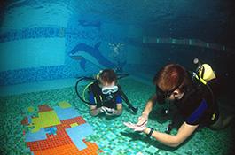 Упражнения под водой - миниатюра