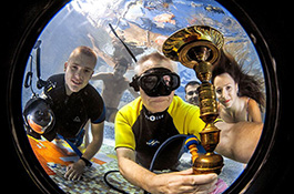 Подводный иллюминатор - миниатюра